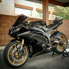 Take a look at this superb thing - what an inventive conception Yamaha Motorcycles, Yamaha Yzf R6, Yamaha R6 Black, Rs6 Audi, Yzf R125, Ducati 1199 Panigale, Vw Touran, Sportbikes, Motorcycle Bike