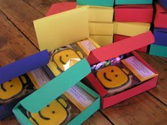 Lego themed party favours. Making the cookies & boxes would keep the price down also.