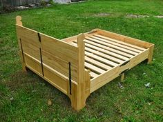 a wooden chest that folds out into a bed frame! Folding Bed Frame, Folding Beds, Small Wooden Boxes, Wooden Bed Frames, Cama Box, Foldable Bed, Box Bed, Outdoor Sofa, Outdoor Decor