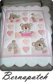 Bernapatch pic onlyCute pink little girl's quilt with teddy bears and a sense of humour. Love the little bear tails.Learn how to make cute blankets with the patchwork technique ~ lodijoellaThis post was discovered by Vi Quilting Projects, Quilting Designs, Sewing Projects, Baby Girl Quilts, Girls Quilts, Cot Quilt, Children's Quilts, Patchwork Baby, Baby Quilt Patterns