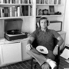 Jack Nicholson - Celebrities and vinyl, Celebrities and Records. Jack Nicholson, Classic Hollywood, Old Hollywood, Hollywood Actresses, Dennis Hopper, I Love Cinema, Record Players, Los Angeles Homes, Raining Men