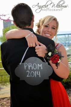 Prom pic ideas a n g Prom Pictures Couples, Homecoming Pictures, Prom Couples, Couple Pictures, Teen Couples, Couple Ideas, Maternity Pictures, Prom Picture Poses, Prom Poses