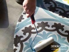 Vire uma toalha de mesa em um pano de chão!