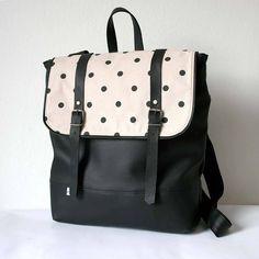 Aktovkový batoh (čierno-bodkovaný)