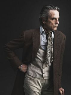 Gentleman style 70228075411412227 - Jeremy Irons Source by vaudevillianvxn Mode Masculine, Kami Garcia, Good Back Workouts, Men Tumblr, Jeremy Irons, Dark Men, Culture Pop, British Actors, Gentleman Style