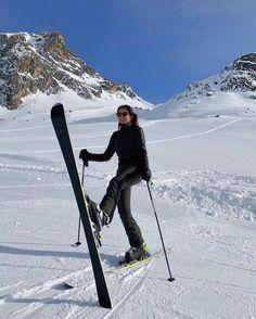 Ski Fashion, Winter Fashion, Sporty Fashion, Arab Fashion, Sporty Chic, Sporty Outfits, Fashion Women, Fashion Spring, Winter Snow