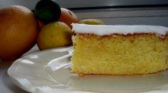 En god og nem kage med en frisk smag af citron. Kagen er god til eftermiddagste eller kaffe.  Til glasuren røres flormelis sammen med fintrevet citronskal og saften fra citronen. Tilsæt evt. lidt kogende vand.  Pynt kagen med et tykt lag citronglasur.  God fornøjelse og bon appetit