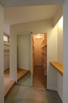 Hallway – Home Decor Designs Interior Architecture, Interior And Exterior, Interior Design Living Room, Interior Decorating, House Entrance, Japanese House, New Homes, House Design, House Styles