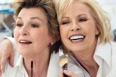 Maquillaje Para Pieles Maduras.  Las mujeres depiel madura deben usar de forma correcta el maquillajepara que sea de gran ayuda. Y asimismola piel madura se debemaquillarcon mucha sobriedad y precaución, pues de lo contrario envejecerá más a ... Ver más aquí: https://maquillajedefantasia.com/maquillaje-para-pieles-maduras/