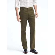 Banana Republic Mens Gavin Relaxed Straight Chino ($70) ❤ liked on Polyvore featuring men's fashion, men's clothing, men's pants, men's casual pants, mistletoe, mens zip off pants, mens zipper pants, mens chino pants, men's relaxed fit pants and men's 5 pocket pants
