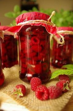Maliny w soku własnym Polish Recipes, Canning Recipes, Yummy Snacks, Healthy Drinks, Catering, Food To Make, Cake Recipes, Raspberry, Mason Jars