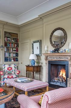 52 Cosy Home Decor That Will Make Your Home Look Cool livingroom room fireplace house Cosy Home Decor, Cheap Home Decor, English Country Decor, Modern Country, English Country Houses, French Country, English House, English Country Fashion, Old Country Houses