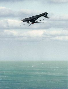 Real - The Boeing / Sikorsky Comanche in the middle of a loop. Comanche Helicopter, Helicopter Plane, Attack Helicopter, Military Helicopter, Jet Plane, Military Aircraft, Ah 64 Apache, Drones, Military Weapons