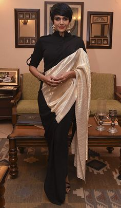 Mandira Bedi in Shantanu & Nikhil Kerala Saree Blouse Designs, Saree Blouse Patterns, Saree Wearing Styles, Saree Styles, Sari Design, Simple Sarees, Saree Trends, Stylish Sarees, Elegant Saree