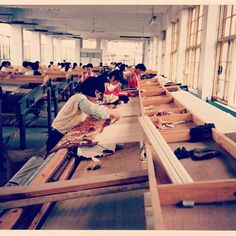 "@feizyrugs's photo: ""#ThrowbackThursday Found this picture of a hand loom in #China #thisishowrugsaremade #loveofrugs #rugs #flashback #lookingback"""