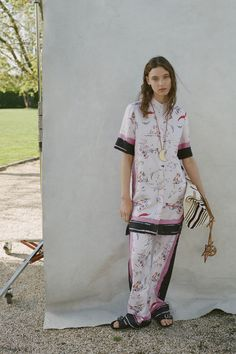 Tory Burch Resort 2019 Fashion Show Collection: See the complete Tory Burch Resort 2019 collection. Look 15