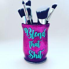 Glitter Makeup Brush Holder - Best Friend Gift - Makup Artist Gift Idea- Makeup lover gift - Friend Birthday Gift - Christmas Gift by RichBrokeBtq on Etsy Gifts For Makeup Lovers, Gift For Lover, Makeup Jars, Makeup Brushes, Make Makeup, Makeup Crafts, Birthday Makeup, Gifts For An Artist, Makeup Brush Holders