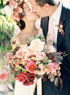 Love the casual look of this bouquet. Like you just swept flowers out of a garden into your arms.