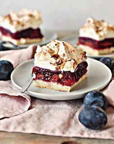 Plum cake with meringue and nuts Sweet Recipes, Cake Recipes, Dessert Recipes, Carrot Cake Cheesecake, Polish Recipes, Delicious Desserts, Good Food, Food And Drink, Cooking Recipes