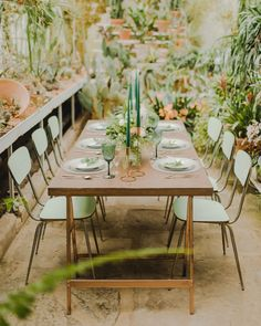 These are the best summer rehearsal dinner ideas. Plan your own seasonal pre-wedding party with the help of our advice. Rehearsal Dinner Inspiration, Rehearsal Dinner Outfits, Wedding Rehearsal, Rehearsal Dinners, Wedding Inspiration, Wedding Ideas, Wedding Tables, Wedding Trends, Wedding Centerpieces