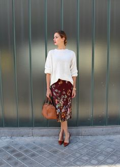 I love this combo of the fitted tube skirt with the looser sweater and the skirt is to gorgeous.  The perfect mix of feminine without being too girly!  Just the right balance for me.