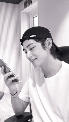 Black And White Gif, Black And White Aesthetic, Black And White Pictures, Bts Bangtan Boy, Bts Jimin, Mochi, B&w Wallpaper, Taehyung Selca, Lil Tay