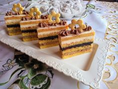 Piškótový štedrák (fotorecept) - recept | Varecha.sk Vanilla Cake, Waffles, Breakfast, Food, Recipes, Basket, Morning Coffee, Essen, Rezepte