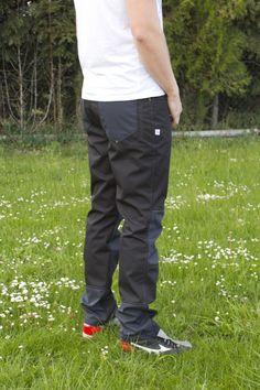 Pánské+sportovní+funkční+kalhoty+Pánské+kalhoty+propacovaného+střihu,+aby+byly+pohodlé+a+příjemné+na+nošení.+Kalhoty+jsou+jednoduché+,+ale+zdobí+je+pár+zajimavých+detailů.+Kalhoty+dýchají+ale+odolájí+i+děšti.+Materiál+je+buď+s+membránou+nebo+bez+membrány+(tyto+odolají+jen+lehkému+děšti+)+Barvy+s+membránou:+červená,+antracit++bez+membrány+...