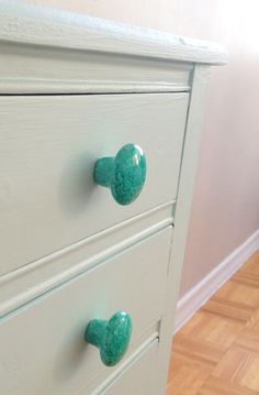 Furniture jewelry - sketchy styles Instructions about how to make these super pretty knobs!
