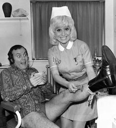 Kenneth Cope and Barbara Windsor in a publicity pose for Carry On Matron. English Comedy, British Comedy, British Actors, Kenneth Cope, Barbara Windsor, Film Images, Marilyn Monroe Photos, Bbc One, Dirty Dancing