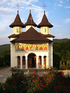Galeria Foto - Manastirea Sihastria - serie Catholic Churches, Byzantine, Places To See, Gazebo, Dan, Outdoor Structures, Mansions, Country, Architecture