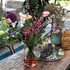 Zomer in een vaas! Met deze mooie zomerse bloemen blijft het nog even zomer in huis!☀️ . . . #bloemen #bloomyourday #flowers #flowerstagram… Glass Vase, Table Decorations, Furniture, Instagram, Home Decor, Decoration Home, Room Decor, Home Furnishings, Arredamento