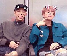 #wattpad #fanfic 《Donde Jin y Namjoon son pareja》 《Donde Jimin está enamorado de suga》 《Donde el crush de Tae es jungkook》 《Donde Jhope solo es Jhope》