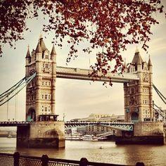 London Bridge  - for more inspiration visit http://pinterest.com/franpestel/boards/