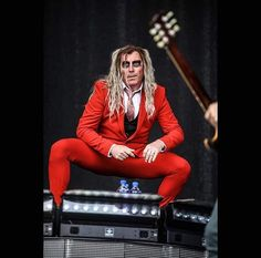 Maynard James Keenan w/A Perfect Circle it appears that newish hip is working just fine! Tool Music, My Music, Maynard James Keenan, Tool Band, Turn Blue, Screamo, A Perfect Circle, Hip Hop Artists, Concerts