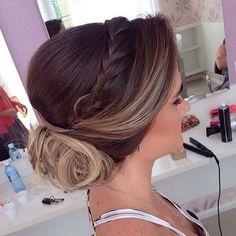 A gente ama um coque com trança... Chique!  #hair #cabelo #inspiração