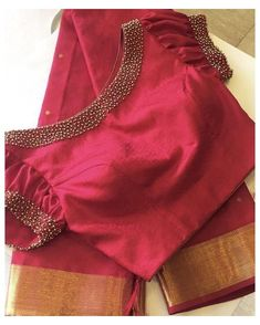 Saree Blouse Neck Designs, Simple Blouse Designs, Stylish Blouse Design, Bridal Blouse Designs, Latest Blouse Neck Designs, Pattern Blouses For Sarees, Blouse Neck Models, Boat Neck Saree Blouse, Latest Blouse Patterns