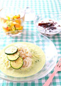 ズッキーニのスープヌードルで夏ブランチ♪ ちょっとの工夫でいつもの「そうめん」がおしゃれなパスタ風に大変身! これならつるるんと、食欲なくても食べれちゃいます!