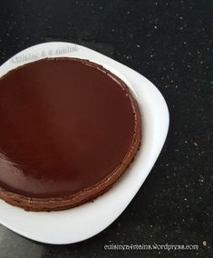 The cake chocolate and mascarpone Cyril Lignac is a wonderful treat! Fondant, sparkling, unsweetened and very tasty, we can hardly do better! Chocolate Fondant Cake, Chocolate Desserts, Chocolate Fondue, Mascarpone Cake, Flan, Food To Make, Cake Recipes, Sweet Tooth, Food And Drink