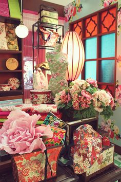 Shanghainese Theme for entrance? Asian Party Decorations, Chinese New Year Decorations, New Years Decorations, Flower Decorations, Wedding Decorations, Chinese Wedding Decor, Oriental Wedding, Chinese New Year Party, Chinese Interior