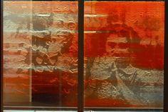 Ons gebouw is aan de buitenkant bekleed met 2244 kleurige glaspanelen. Deze panelen zijn afgeleid van 768 verschillende archiefbeelden. De televisie- en filmbeelden zijn geselecteerd door Jaap Drupsteen (http://www.drupsteen.nl/)