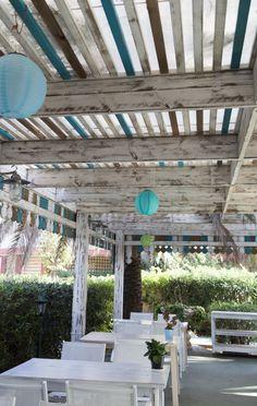 la_racona_37 Pergola, Outdoor Structures, Small Restaurants, Mediterranean Food, Arbors