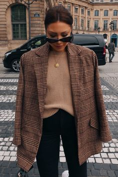 Order the Lorna Luxe Brown Check 'bonnie & Clyde' Co-Ord Blazer from In The Style. Winter Fashion Outfits, Fall Winter Outfits, Look Fashion, Autumn Fashion, Retro Fashion, Blazer Outfits For Women, Trendy Outfits, Cute Outfits, Outfit With Blazer