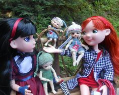 Maudlynne gets to know the little ones right away! | Flickr - Photo Sharing!