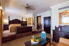 Las confortables habitaciones del Hotel Riu Montego Bay. Junto a una playa tranquila de aguas turquesas, el Hotel Riu Montego Bay (Todo Incluido 24h) está situado en el noroeste de la isla en una bahía cerca de Montego Bay, Jamaica y ofrece una amplia gama de servicios a sus clientes. Hotel Riu Montego Bay – Hotel en Montego Bay - Hotel en Jamaica - RIU Hotels & Resorts