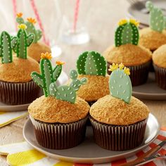 It® Muffin Pan make this candy melts candy cactus cupcakes project its the perfect DIY baking craft for any desert themed party.make this candy melts candy cactus cupcakes project its the perfect DIY baking craft for any desert themed party. Snacks Für Party, Party Desserts, Baking Desserts, Party Sweets, Party Games, Kaktus Cupcakes, Succulent Cupcakes, Mini Cakes, Cupcake Cakes