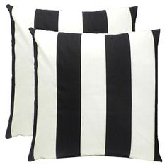 Add a pop of pattern to your sofa or patio bench with this chic indoor/outdoor pillow, offering a bold on-trend design.   Product: S...