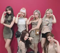 Image may contain: one or more people Kpop Girl Groups, Korean Girl Groups, Kpop Girls, K Pop, Fandom, Yuehua Entertainment, Life Pictures, Kpop Outfits, K Idols