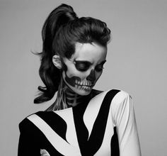 Make up artist Mademoiselle Mu and fashion photographer Pauline Darley teamed up to transform this model with skeleton makeup. Diy Zombie Kostüm, Zombie Girl, Zombie Makeup, Sfx Makeup, Zombie Crawl, Zombie Prom, Dead Makeup, Zombie Walk, Makeup Eyeshadow