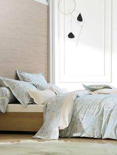 3e1342f88c4 Parure de lit raffinée Concerto Nuage la marque Blanc des Vosges Linge De  Toilette